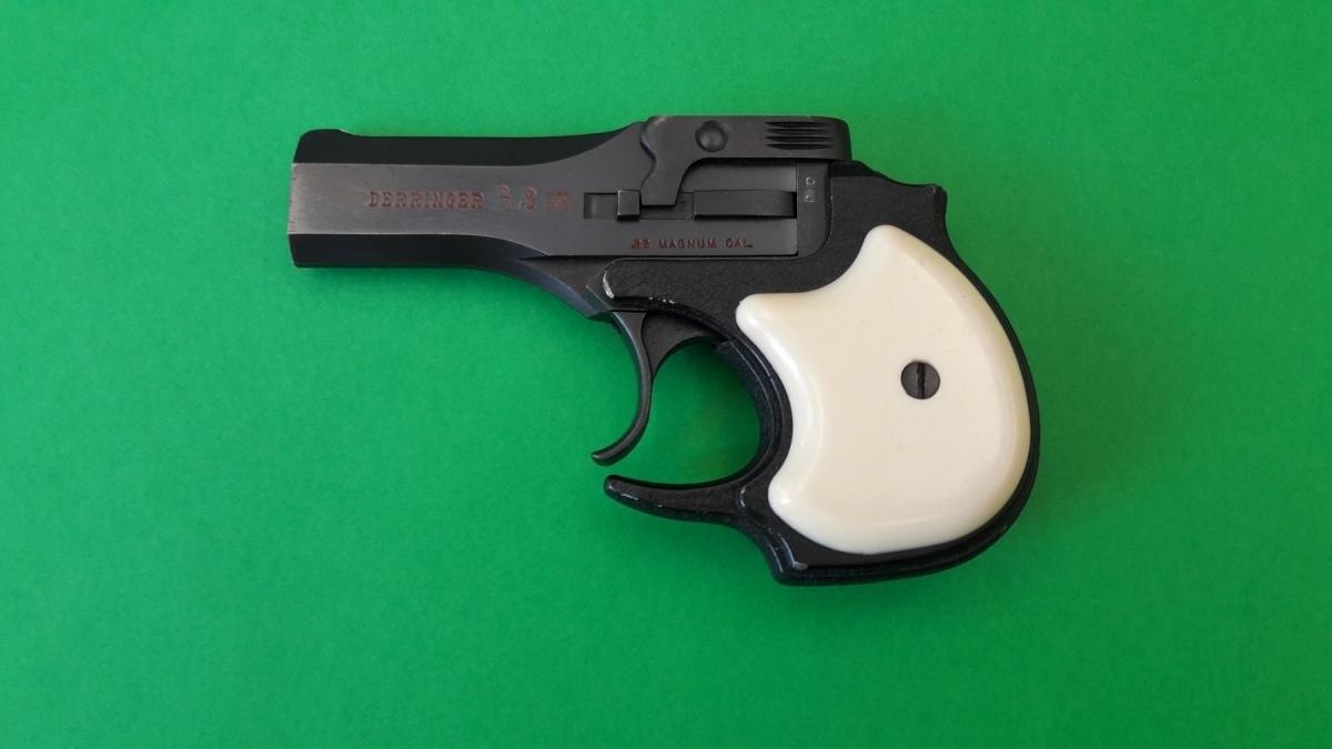 Derringer High Standard calibro 22 Magnum lato sinistro